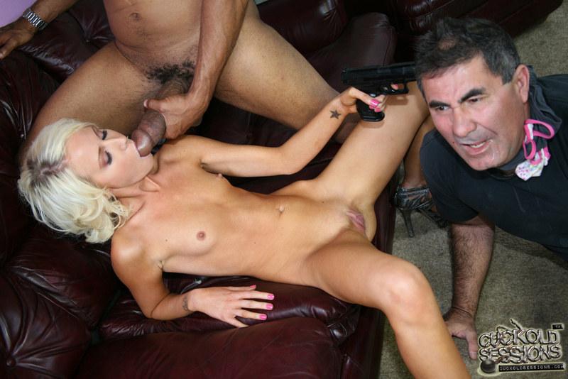 Порно с сашей грей одна на всех диванчике