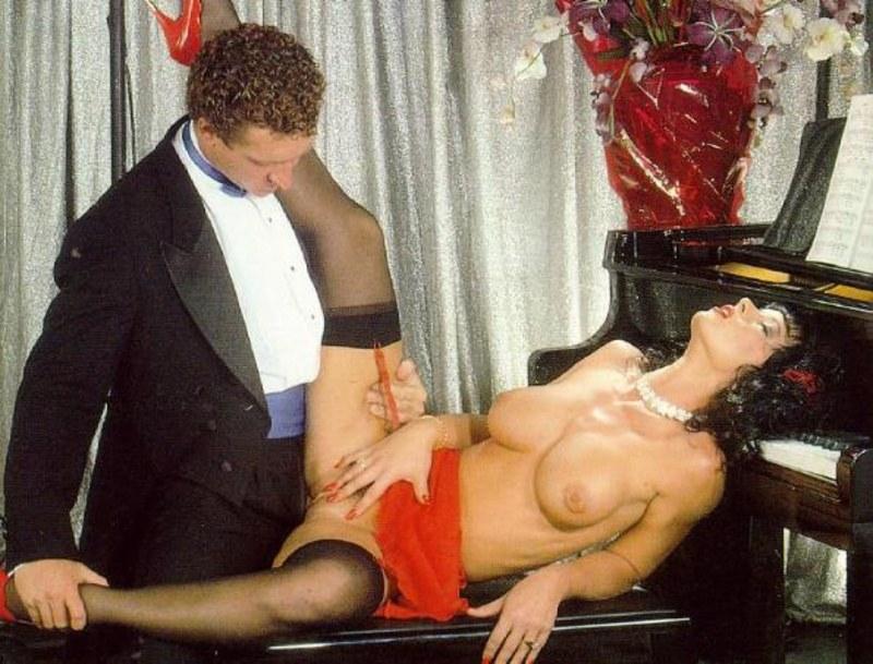 порно групповуха на рояле позы такие интимные