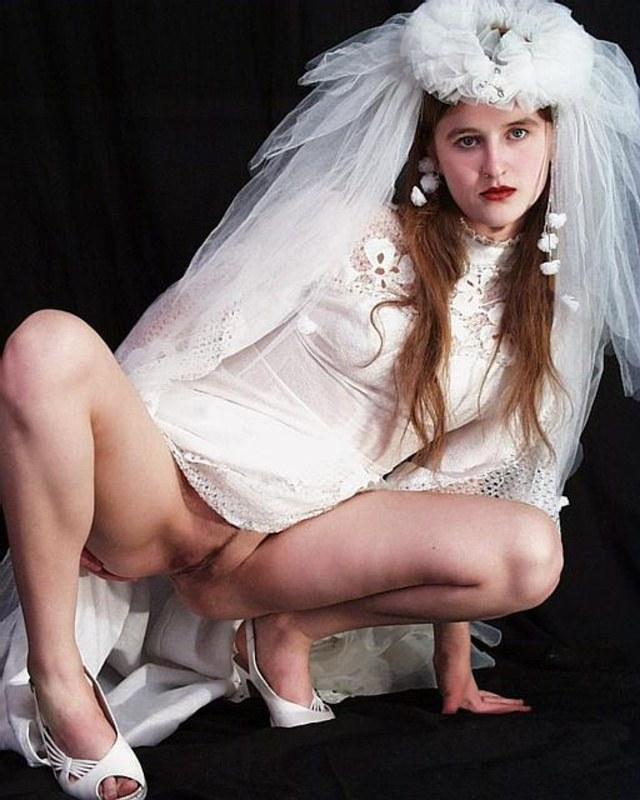 Без трусиков невесты попалили
