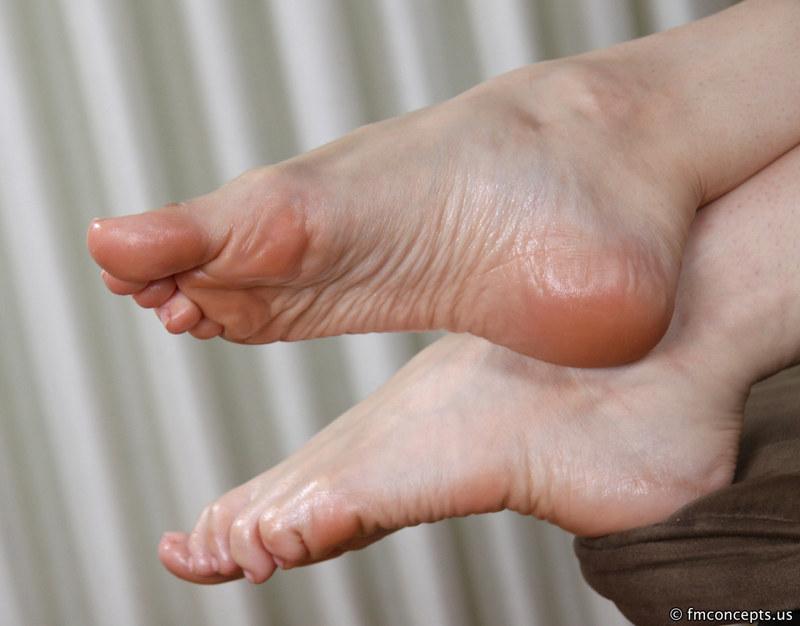 фото потных ступней женских беларусь каталог