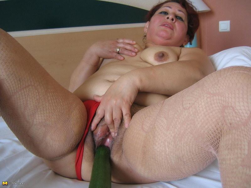 Порно засунул руку в пизду жене 86550 фотография