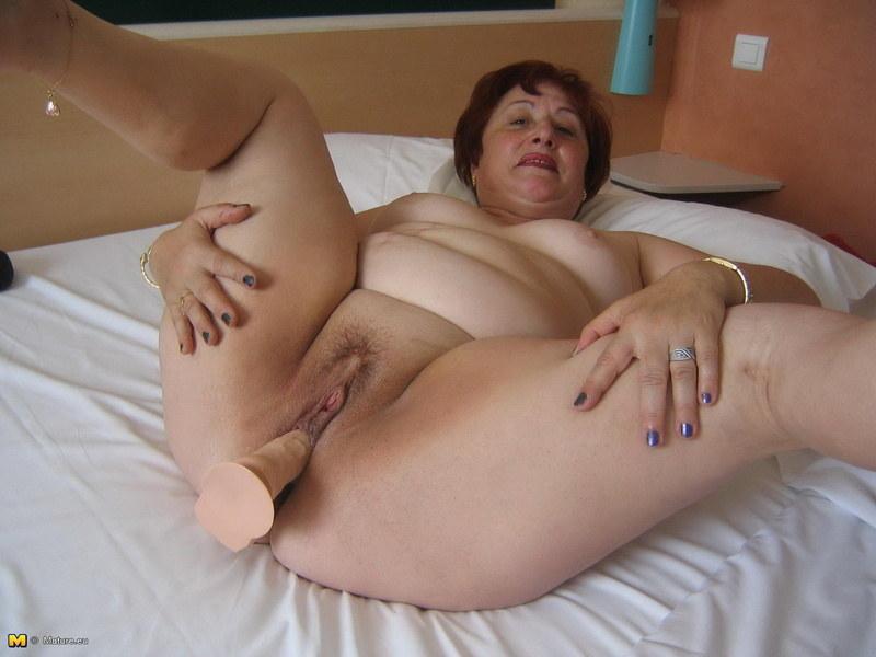 Между ног у толстушек порно