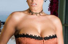 Сексуальная женщина с огромными сиськами