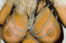 Блондинка с огромными сиськами жаждет секса
