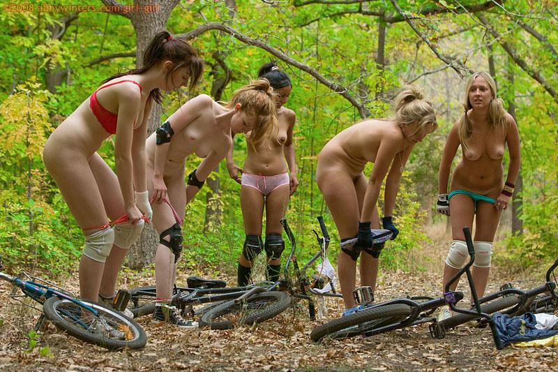 golie-nudisti-sportsmeni