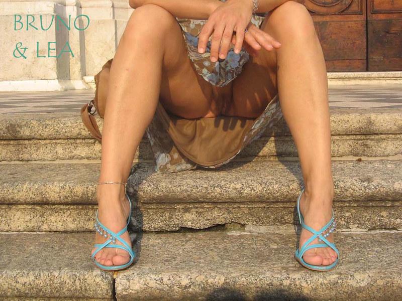 случайно расставила ножки девушка фото онлайн бесплатно