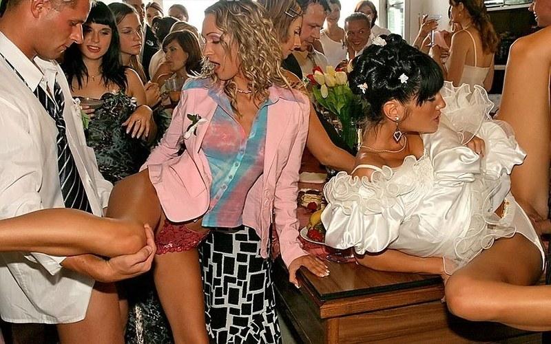 Порно невесты по кругу удивило
