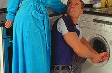 Домохозяйка трахается в прачечной
