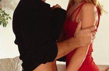 Красивая блондинка занимается жарким сексом
