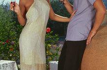 Кучерявая красавица в белом платье отдалась приятелю
