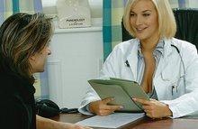 Развратная врачиха отдается пациенту в рабочем кабинете