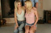 Две сестрицы трахаются с одним пацаном