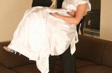 Жених трахает свою невесту после свадьбы