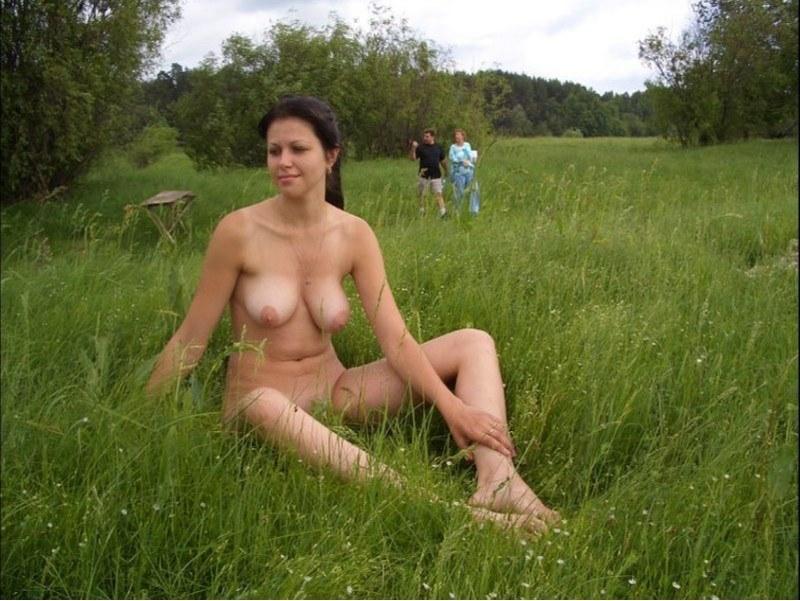 голые девушки на даче порно фото