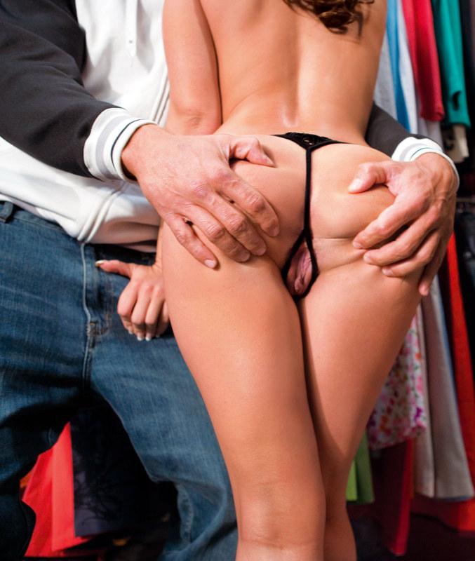 мерять одежду порно