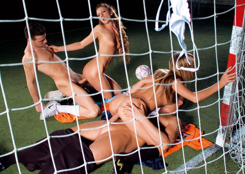 Игра В Футбол Эротика