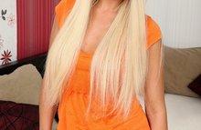 18-ти летняя блондиночка сосет и отдается