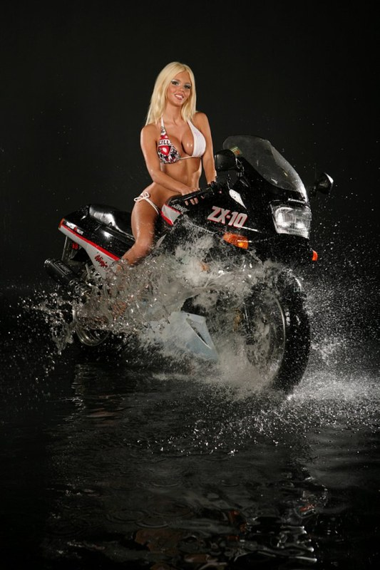 Голая модель на мотоцикле, порно фото чтото новое