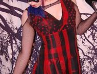 Эмо телочка в бордовом платье