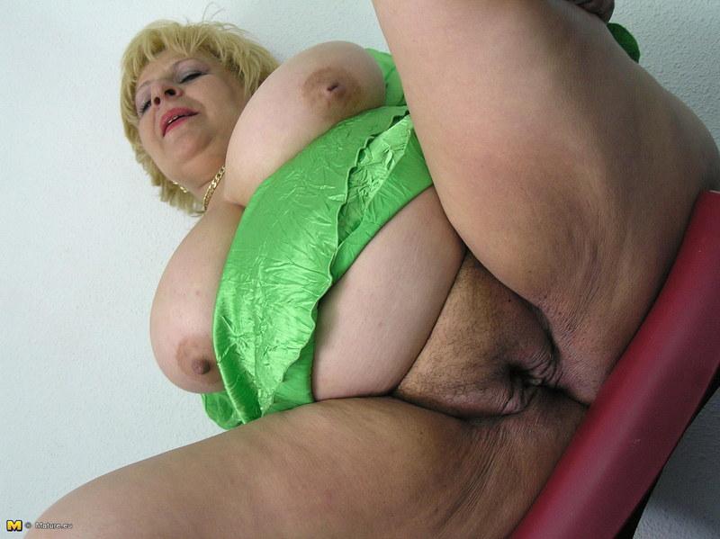 Фото ебли в жопу старых жирных бабушек