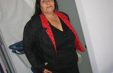 Очень толстая бабка стоит раком голая