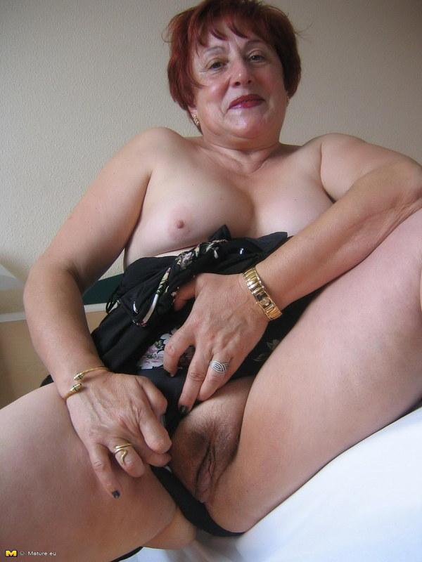 порно видео бабушка мастурбирует