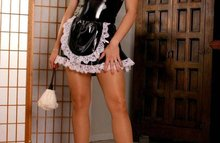Сексуальная горничная в латексном платье