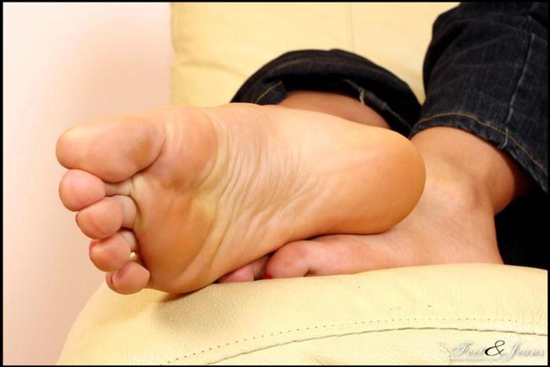 Фетиш пальчики ног фото видео еще