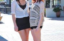Шикарные лесбиянки в мини юбках