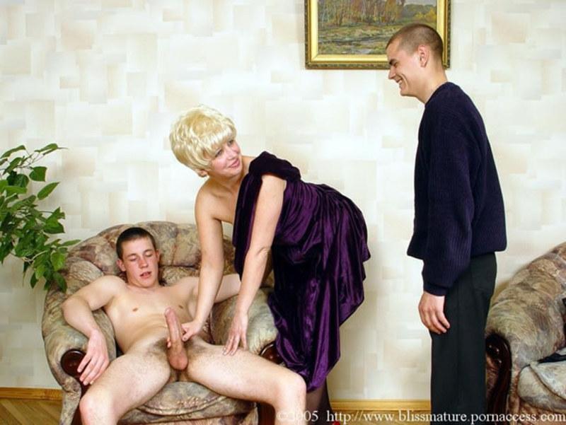 смотреть рус эротику 2 зрелые рус дамы совращают юнца