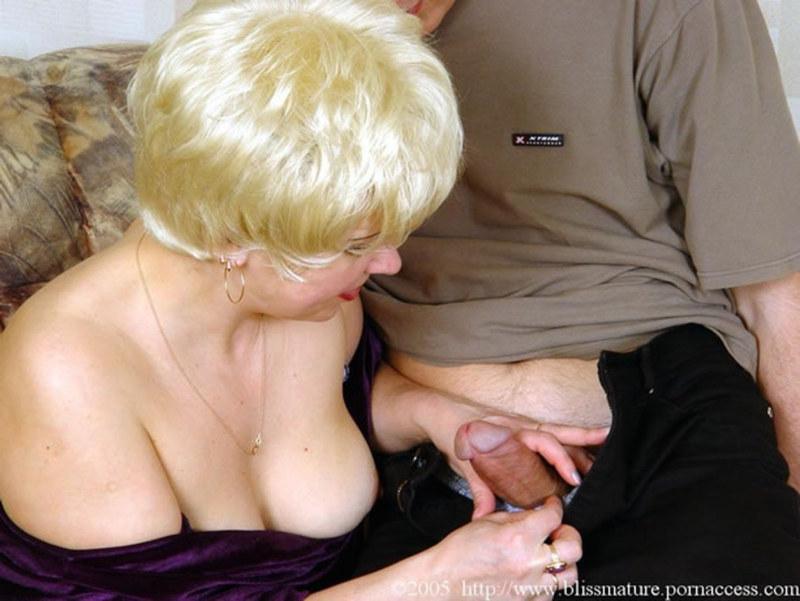 зрелая женщина с юнцом