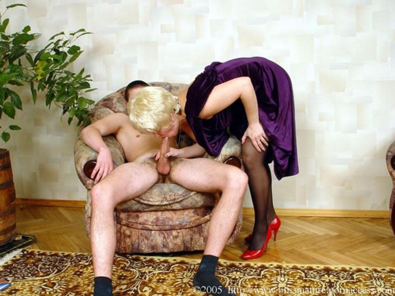 Дамы соблазняют девушек порно эротика смотреть