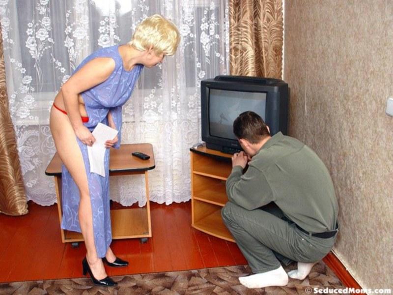 Домохозяйка соблазнила онлайн