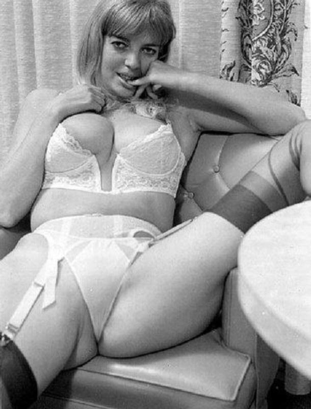 Ретро женское белье порно фотогалерея