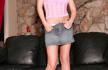 Сексуальная юбка на теле модели