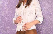 Дама в блузке и чулках