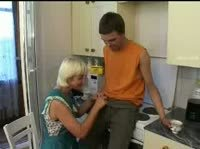Мать совращает сыночка на инцест