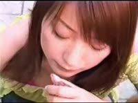 Японочка работает своим сладким ротиком