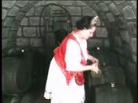 Девушка отправилась в подвал за пивом