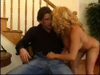 Девушка соблазняет своего мужчину