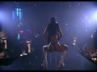 Голая Деми Мур танцует на сцене