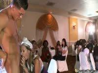 Стриптиз для невесты с подружками