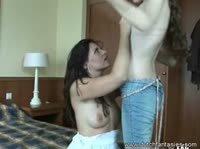 Девушки приятно играют со своим страпоном