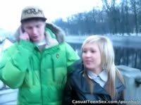 Парень познакомился с очаровательной блондинкой