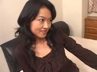 Азиатка сидит на лице и ласкает ножками