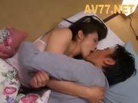 Азиатка очаровывает сексуального гостя и мужа