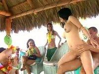 Имеет таиландскую красавицу, а остальные девки в зависти утопают
