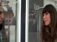 Темнокожий россиянин ищет красотку в торговом центре
