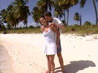На пляже с Валентиной трахался и ласкался