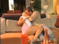 Вагинальный секс на диване с той, которая нравится